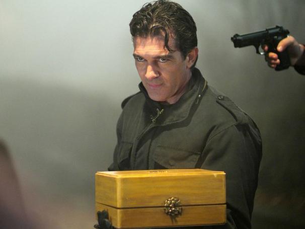 Antonio Banderas é um criminoso que aproveita a oportunidade do roubo