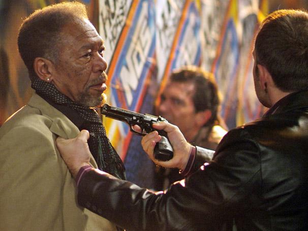 Morgan Freeman vive um experiente ladrão