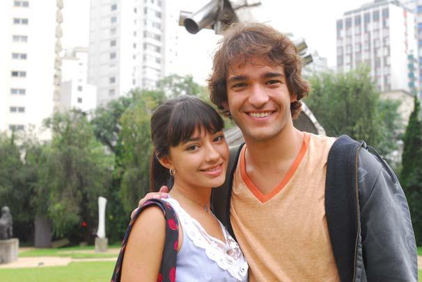 Luti (Humberto Carrão) e Gabriela (Carolina Oliveira)