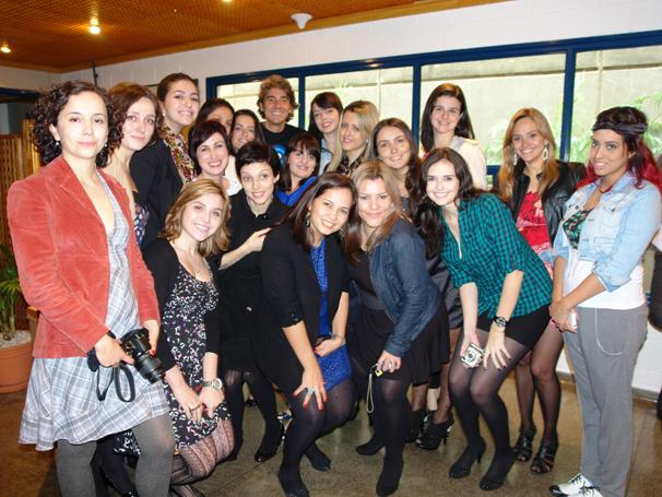 Meninas com Alexandre