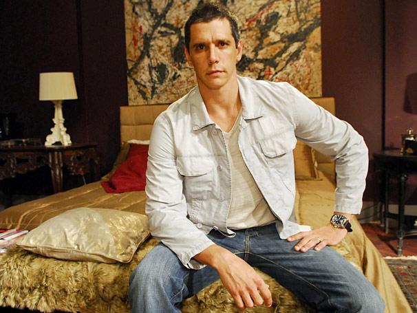 O doutor conta que Maurício (Márcio Garcia)  tem transtorno de personalidade do tipo anti-social. Não respeita leis, pessoas, nada.