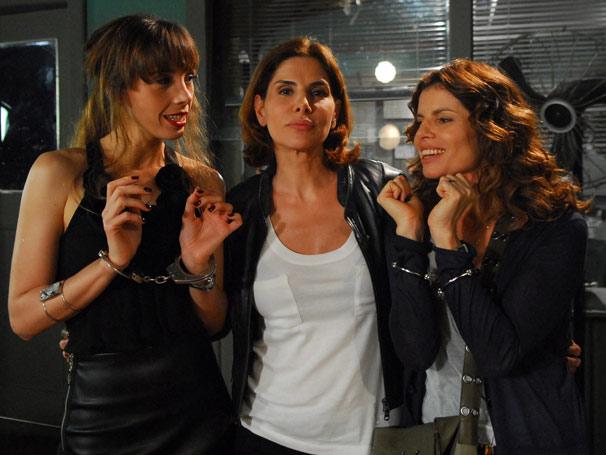 Delegada (Helena Fernandes), Karin (Débora Bloch) e Anete (Rita Elmor)