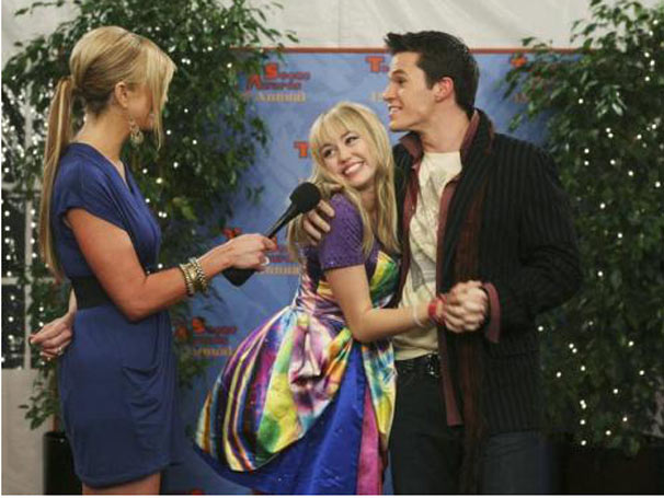 Hannah Montana no episódio Não Vale Colar
