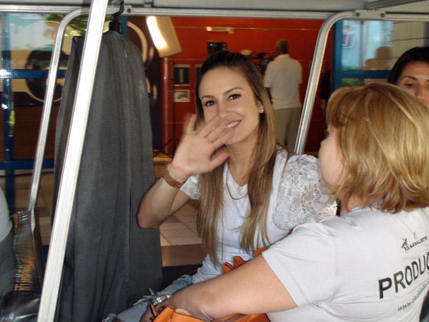 Nesta quinta-feira, dia 8,  Claudia Leitte gravou participação nos programas Mais Você e Casseta & Planeta. Na foto, a cantora segue para a gravação do Caldeirão do Huck.