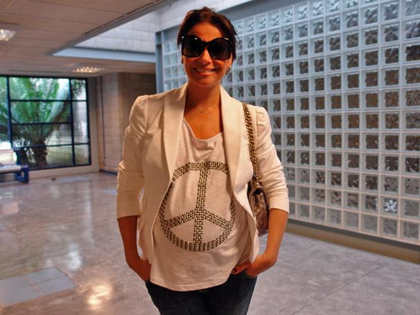 Grávida e com um enorme barrigão, a atriz Giovanna Antonelli gravou nesta quinta-feira, dia 8, uma participação em programa da Rede Globo.