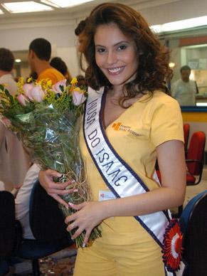 Silene (Ana Caroline Dias) foi eleita a musa do hospital