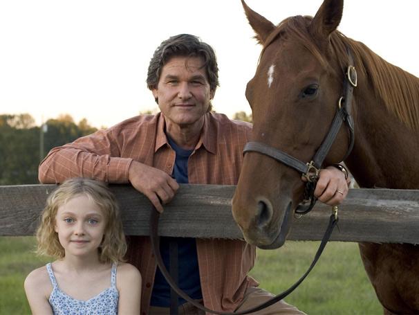 Ben Crane (kurt Russell) e a filha Cale (Dakota Fanning)