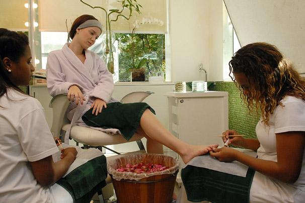 Manicure e pedicure também integram o pacote de novidades no visual de Viviane