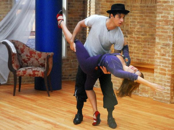 Fernanda Souza e Alexandre ensaiam o tango