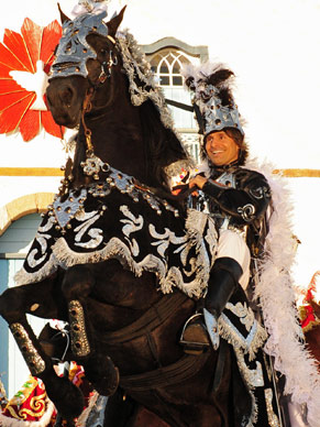 Murilo Rosa empina cavalo nas gravações de Araguaia