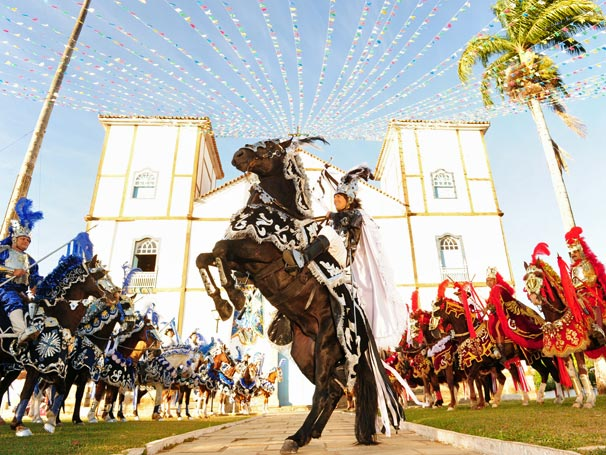 Solano (Murilo Rosa) empinando seu cavalo na cavalhada