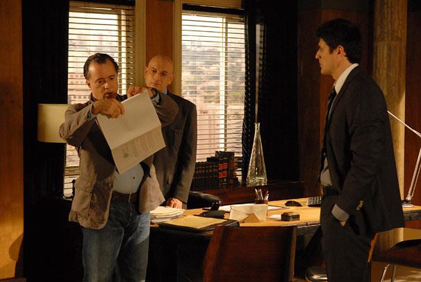Totó (Tony Ramos) rasga procuração de Fred (Reynaldo Gianecchini) e diz que vai cuidar sozinho de seus negócios