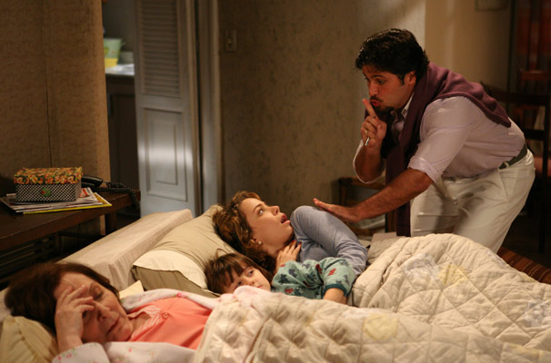 Berilo (Bruno Gagliasso) faz uma visita noturna à Agostina
