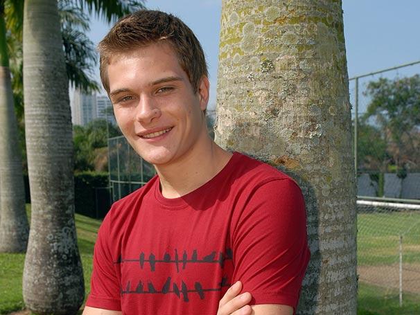 Duam Socci interpreta Eric o ex-namrodado de Catarina.