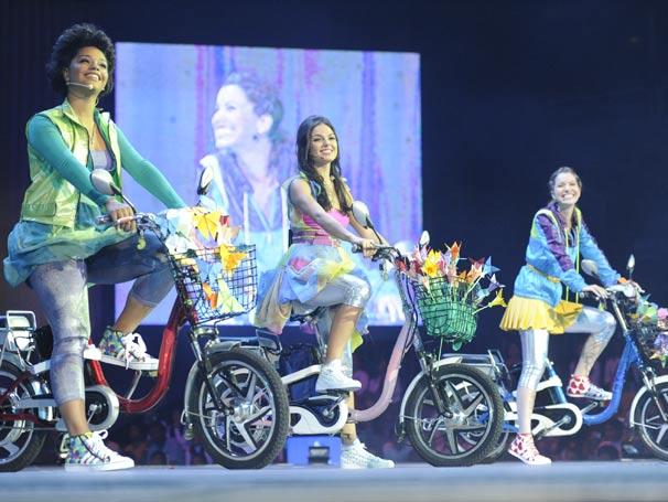 Juliana Alves, Isis Valverde e Nathalia Dill apresentam um dos quadros do show
