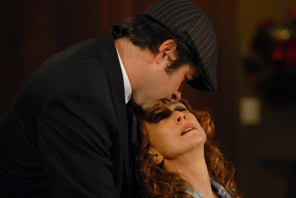 Help (Betty Gofman) não resiste aos encantos de Victor Valentim (Murilo Benício)
