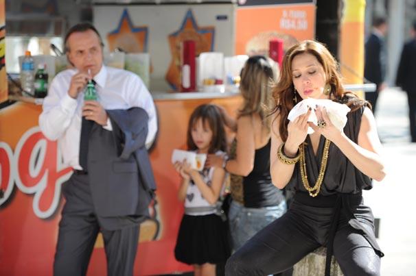 Jaqueline (Claudia Raia) e Breno (Tato Gabus Mendes)