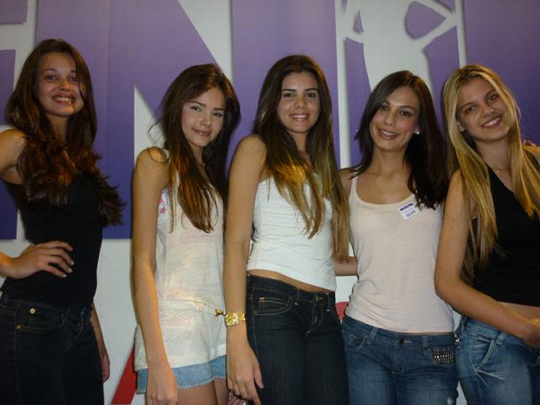 Tamires, Kelly, Mayra, Gabrielle e Daniella, eleitas na seletiva carioca do concurso 'Menina Fantástica'.