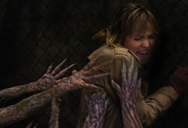 Rose é atacada por criaturas grotescas