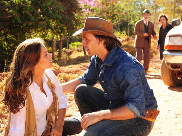 Após queda, Manuela (Milena Toscano) é seduzida por Solano (Murilo Rosa)