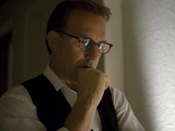 Kevin Costner na pele do empresário Brooks