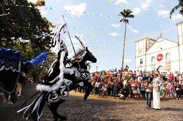 Mais de 300 figurantes participaram da cena da cavalhada