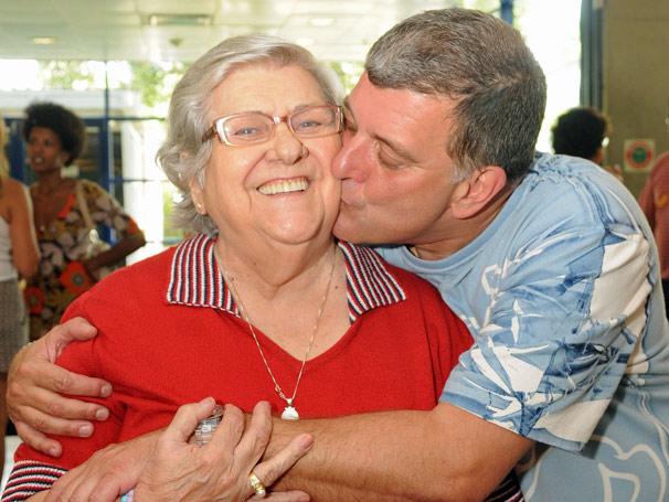 O diretor Jorge Fernando demonstra todo afeto por sua mãe Hilda Rebello