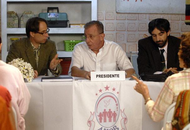 Agostinho (Pedro Cardoso), Lineu (Marco Nanini) e Jamil (Charles Fricks)