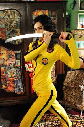 Maria Flor se veste de Kill Bill