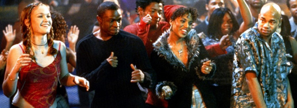 Ao lado de Derek (Sean Patrick Thomas) e Chenille (Kerry Washington), Sarah (Julia Stiles) encontra refúgio nos clubes de dança