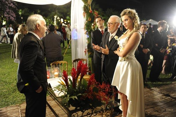 Dr. Solano se casa com a Dra. Luisa