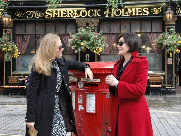 Angélica e Cristiane Torloni passeiam por Londres
