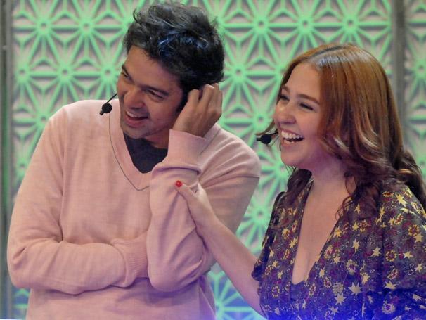 Bruno Mazzeo e Debora Lamm se divertem no Vídeo Game