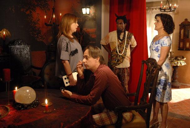 Feiticeiro (Luis Miranda), Agostinho (Pedro Cardoso), Bebel (Guta Stresser) e Nenê (Marieta Severo)