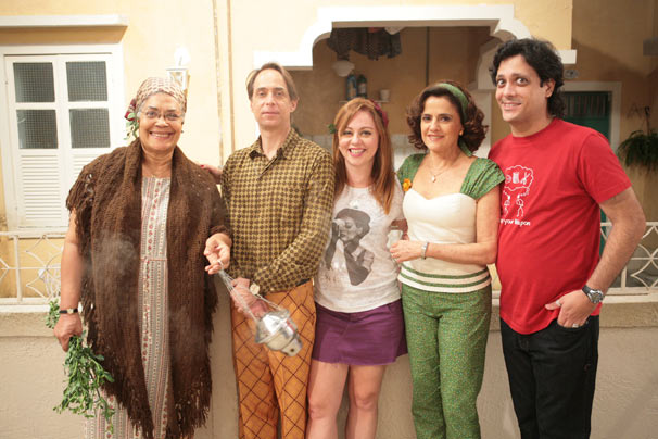 Bebel (Guta Stresser), Agostinho (Pedro Cardoso) e Dona Valdirce (Dja Marthins)