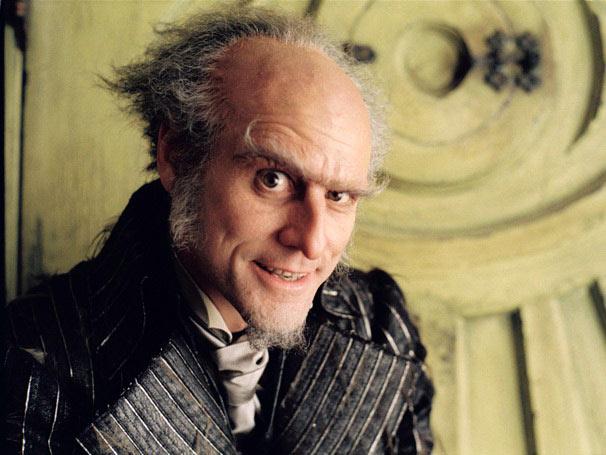 Jim Carrey interpreta o temido conde Olaf, um parente distante que quer matar as crianças Baudelaire  (Foto: Divulgação)