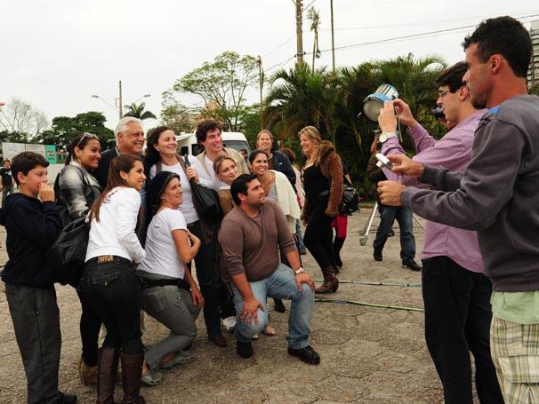 Antônio Fagundes parou para tirar foto com os fãs no intervalo das gravações