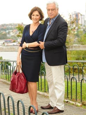 Wanda (Natália do Vale) e Raul (Antoonio Fagundes) lutam para salvar o casamento