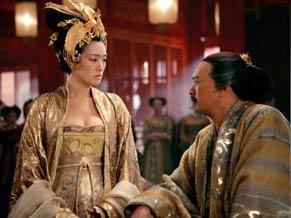 Chow Yun-Fat e Gong Li  são o casal imperial em 'A Maldição da Flor Dourada'