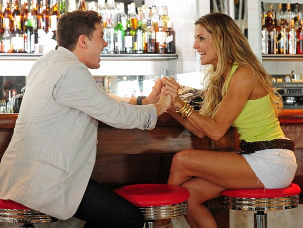 Natalie (Deborah Secco) e Roni (Leonardo Miggiorin)