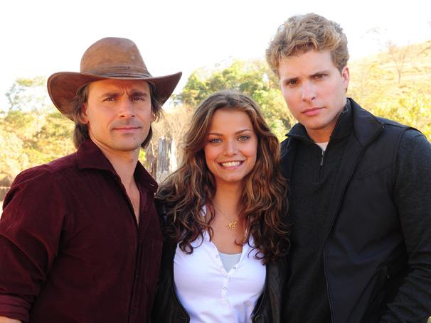 Solano (Murilo Rosa) e Vitor (Thiago Fragoso) disputam Manuela (Milena Toscano)