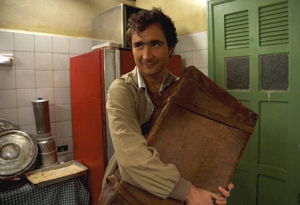 A história do nordestino Raimundo Nonato é retratada em 'Estômago'