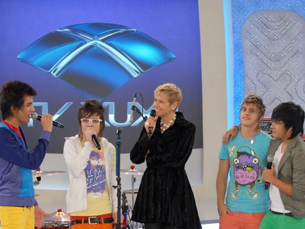 """O grupo Restart, interpreta """"Recomeçar"""" e """"Prá você lembrar"""" no TV Xuxa"""