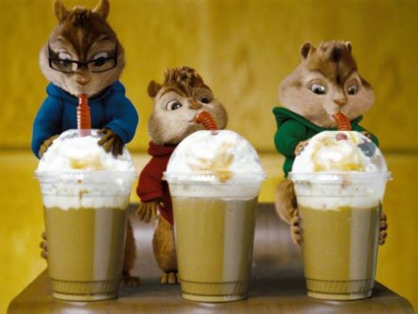 Os três esquilos conquistam a fama cantando