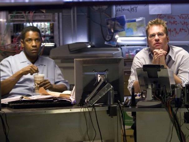 Denzel Washington e Val Kilmer durante uma das cenas do longa