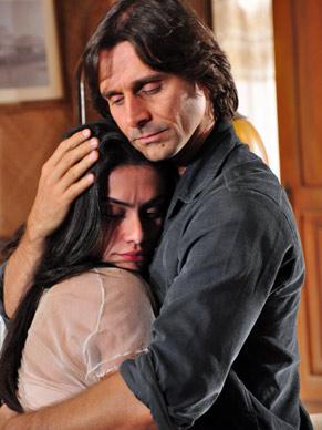 Solano (Murilo Rosa) quer saber sobre passado de Estela (Cleo Pires)