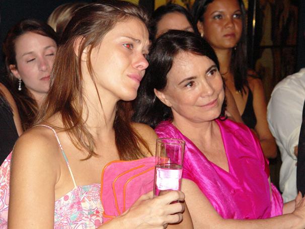 Carolina Dieckmann e Regina Duarte se emocionam durante homenagem para Renato Aragão