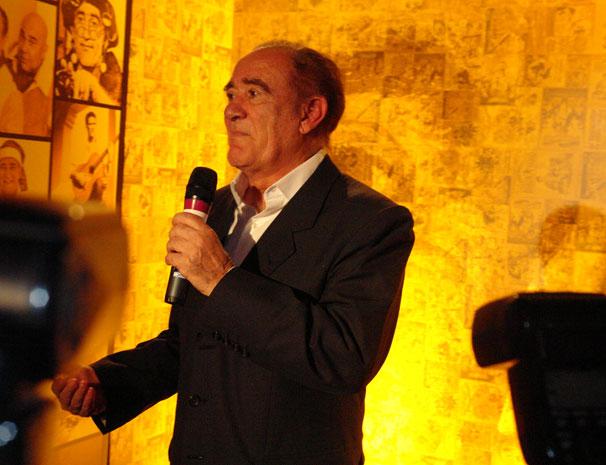 Renato Aragão se emociona com a festa e agradece homenagem: