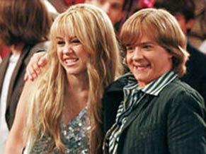 Paparazzo faz uma foto de Hannah e Jackson e a divulga como se os dois fossem namorados