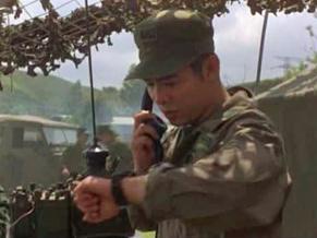 O lutador Kit Li (Jet Li) precisa evitar que terroristas do passado aprontem mais uma vez para cima dele